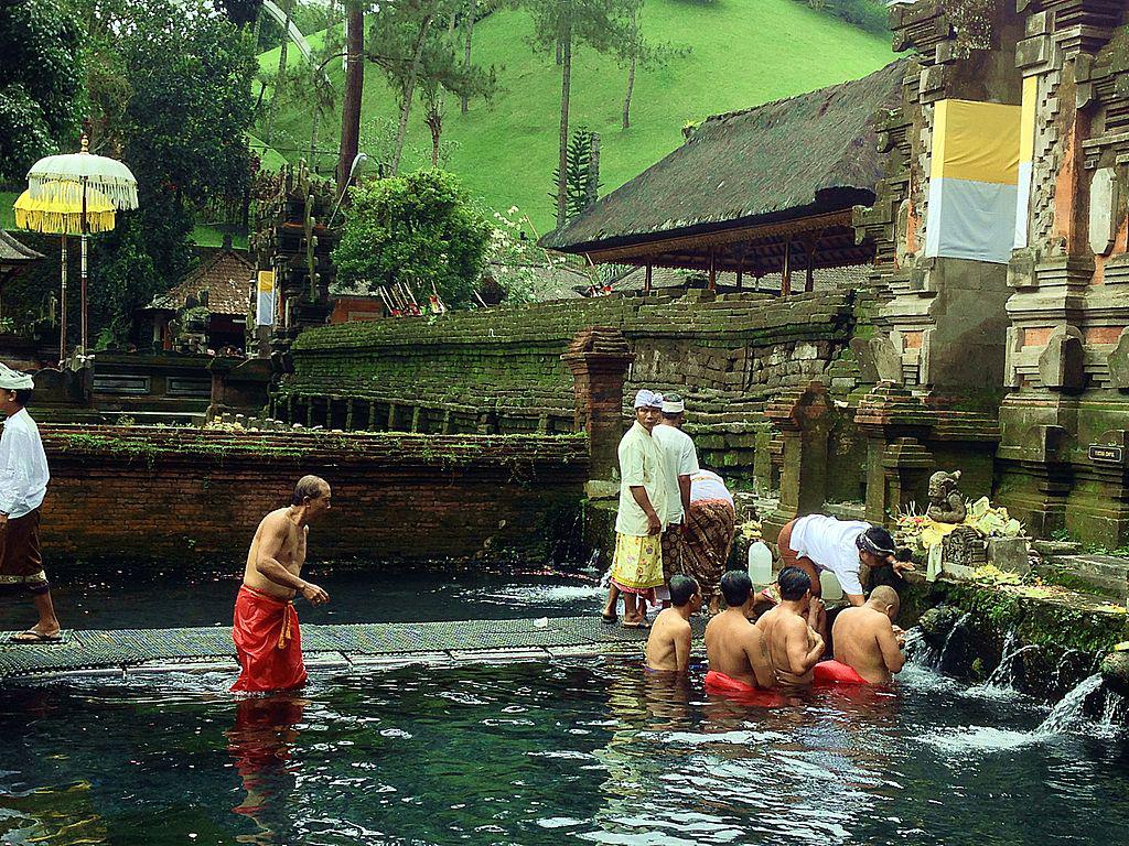 1024px-Pura_Tirta_Empul_Ubud_Bali_Indonesia.jpg